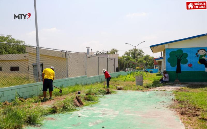 Deshierbe y limpieza en escuelas de Guadalupe