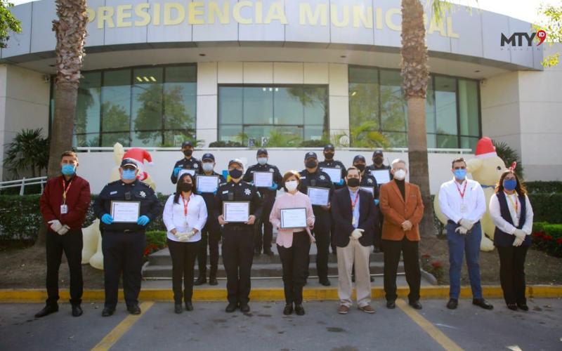 Reconoce OXXO a policía de Guadalupe