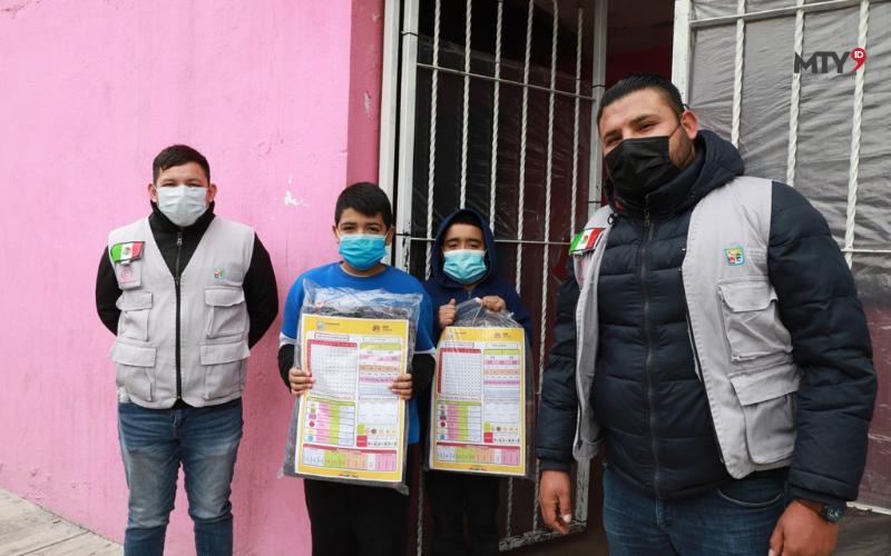 Distribuyen kits escolares en Guadalupe